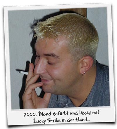 2000: Blond gefärbt und lässig mit Lucky Strike in der Hand...
